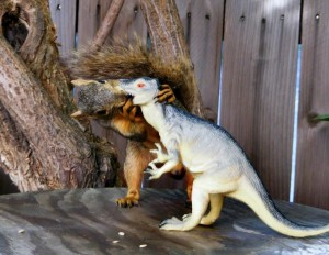 Funny-Squirrel-Pic-Kissing-T-Rex-600x465